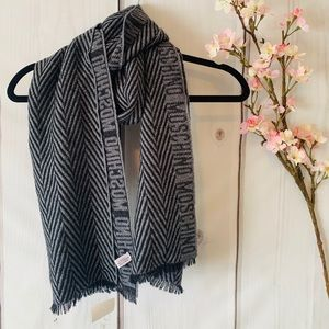 MOSCHINO / STRIPED LOGO SCARF / GREY